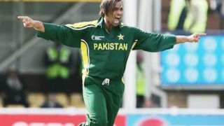 SHOAIB AKHTAR *AMAZING BOWLING SPELL* 4/25 VS INDIA 2004